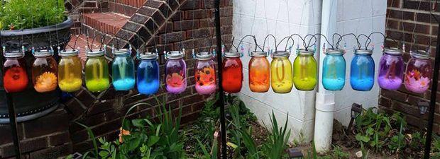 Stein des Anstoßes: Diese Kerzenlichter in Regenbogenfarben waren einem Nachbarn entschieden zu schwul.