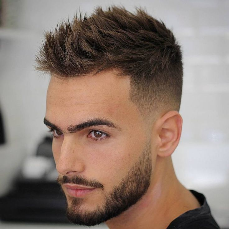 92. Cheveux hérissés + Dégradé haut + Barbe déconnectée