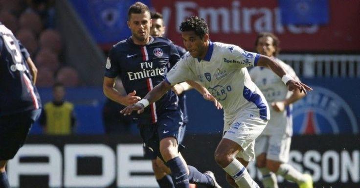 Brandao uderzył w twarz Thiago Mottę • Paris Saint Germain vs Bastia • Uderzenie głową Brandao • Liga Francuzka • Wejdź i zobacz >>