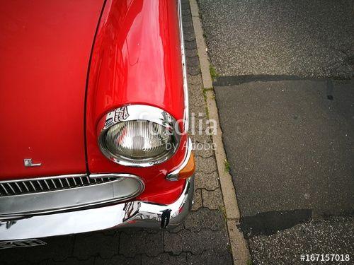 Rote Opel Rekord P1 Limousine der Wirtschaftswunder Jahre auf der ausgebesserten Hauptstraße von Wettenberg Krofdorf-Gleiberg bei Gießen in Mittelhessen