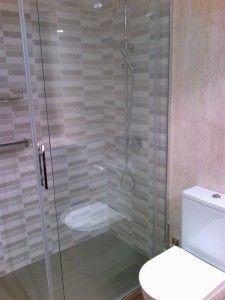 Sustituir bañera por plato de ducha con mampara corredera cristal