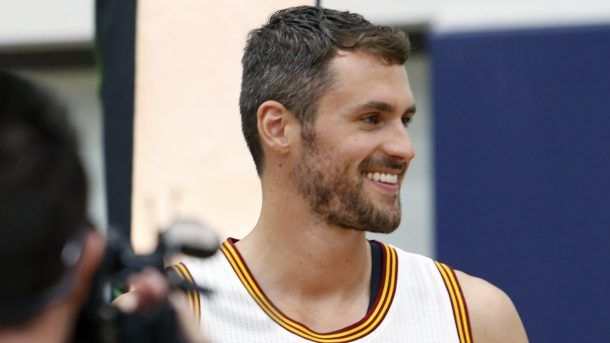 #NBA Cleveland Cavaliers forward Kevin Love gets photographed during the NBA basketball team's media day, Monday, Sept. 26, 2016, in Independence, Ohio. (AP Photo/Ron Schwane)
