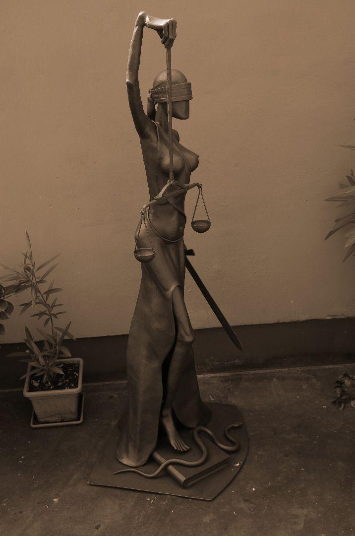 JUSTITIA 1 metal sculpture - Alexandr Pleskač