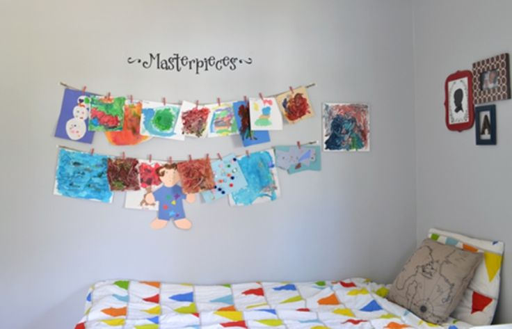 Put 2 or 3 pieces of string on the wall to display your kids' artworks | 10 Tips for a kids-friendly decoration | More on Wondercentral.com