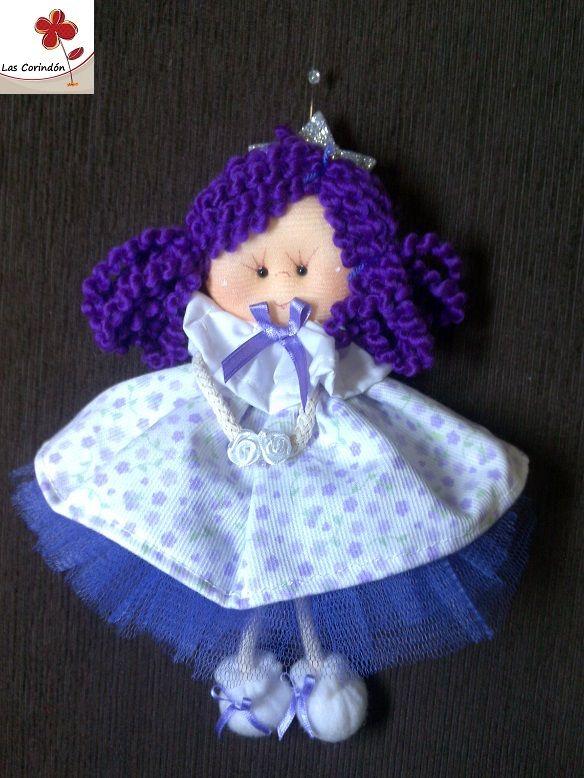Tuli en violeta y blanco, vestido estampado con enagua de tul