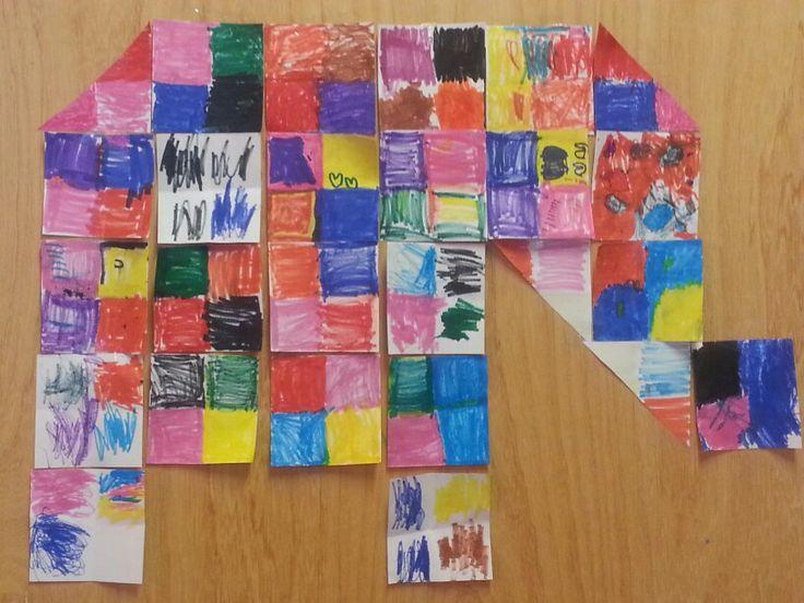 Groepswerk groep 1, eerst vierkantjes vouwen.  Dan ieder vakje een andere kleur.
