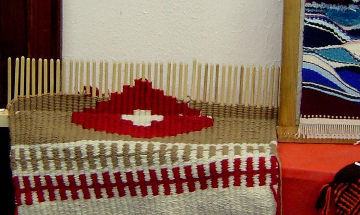Weaving a design on a peg loom