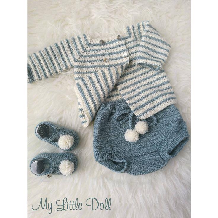 Conjunto punto bebe. Ropita bebe. Patucos pompon. Chaqueta crochet. Culotte bebe. Verde menta y blanco apagado de MyLittleDollTienda en Etsy