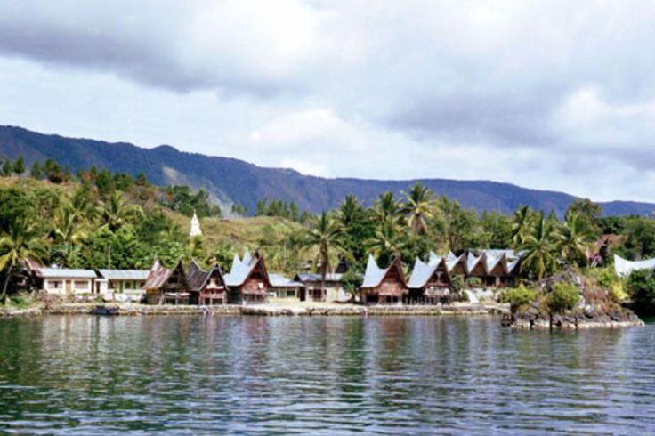 Sumatera Utara, Kampung Batak Toba: Wisata Alam Danau Toba