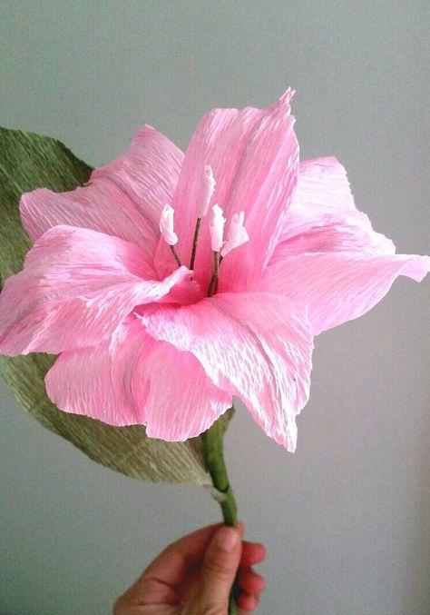 Giglio di carta. Fiore carta crespa. Bouquet da sposa rosa.
