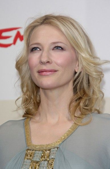 Cate Blanchett Photos - Actress Cate Blanchett attends a photocall proting the movie 'Elizabeth : The Golden Age' during day 2 of the 2nd Rome Film Festival on October 19, 2007 in Rome, Italy. - Cate Blanchett Photos - 7690 of 8006