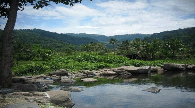 Wisata Alam Sumber Krabyakan ini adalah sebuah kolam mata air alami yang memancar di Desa Sumber Ngepoh, gerbang utara Kabupaten Malang, tepatnya Kecamatan Lawang. Wisata alam ini terletak di kaki pegunungan di timur Kota Lawang yang berbatasan langsung dengan Kabupaten Pasuruan