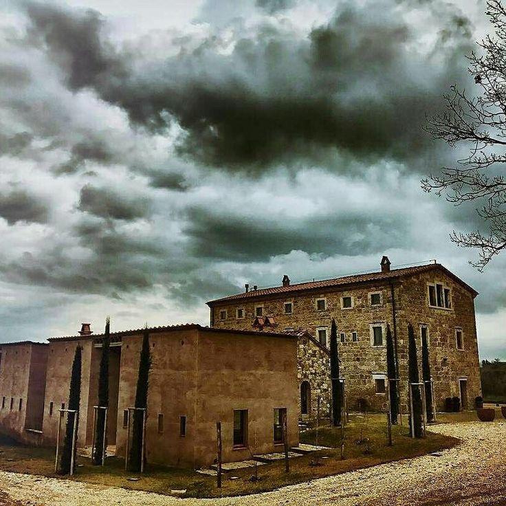 Sarteano Siena #beautiful #countryside #house #instamood #instadaily #picoftheday #volgotoscana #volgoitalia #art #discovertuscany #architecture #chiantilife #igers #igerssiena #italy #love #wonderful #placetogo #tuscany
