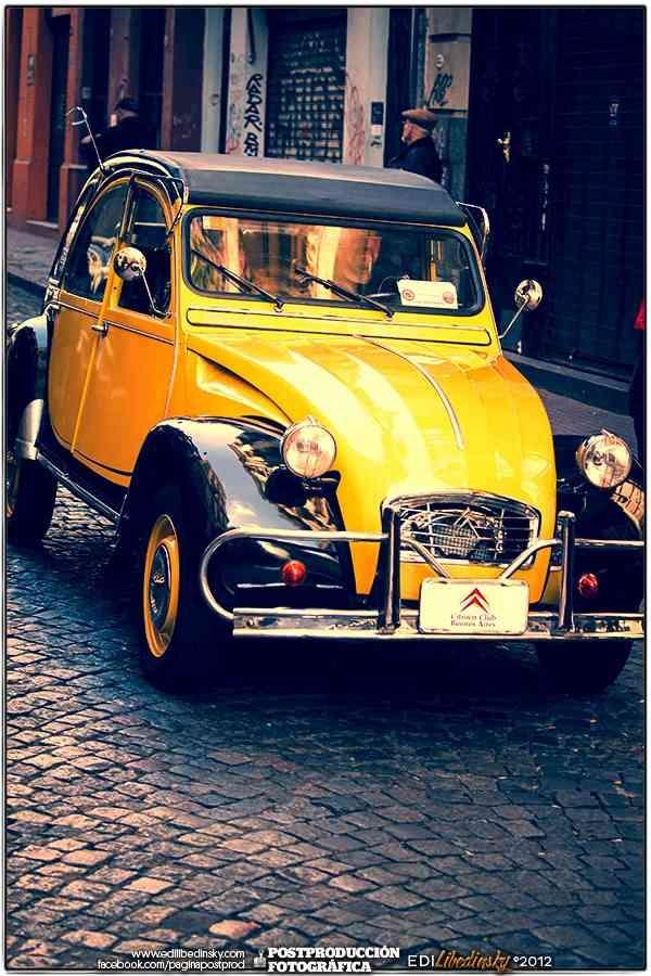Autos Antiguos San Telmo 2012 oooohhhh un citoen aparentemente setenta y tanto, y en san telmo bs as. aun existen
