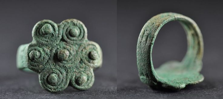 Amlash bronze ring with spirals 2, 1st millenium B.C. Amlash bronze ring with spirals, 1.8 cm long bezel, 1.8 cm diameter ring size, 7.8 gr weight. Private collection