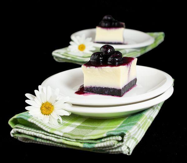 Vanilla Pudding with Blueberry Jelly and Blueberry Sauce {Budino alla Vaniglia con Gelatina di Mirtilli e Salsa di Mirtilli}