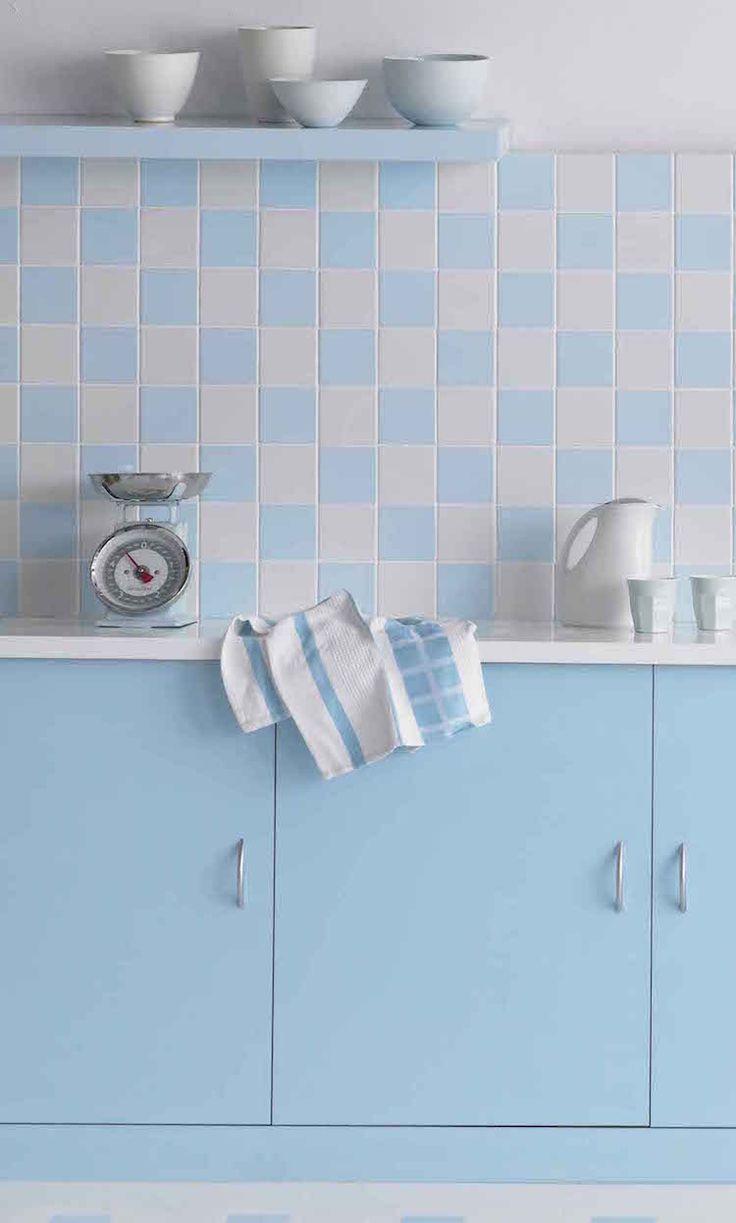 Statt Alte Fliesen Von Der Küchenwand Mit Viel Schmutz Und Lärm Zu Reißen,  Können Sie Diese Einfach Streichen. Wer Die Fliesen Streichen Möchte, Muss  Zuerst