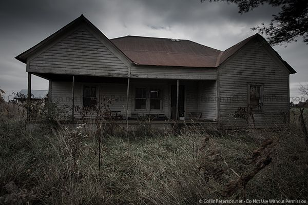 Abandoned farmhouse in Sevierville, TN.    Photo by Collin Peterson.  http://collinpeterson.com/