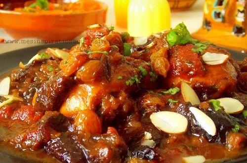 Direction le maroc avec ce délicieux tajine de poulet aux abricots et raisins secs fonda...