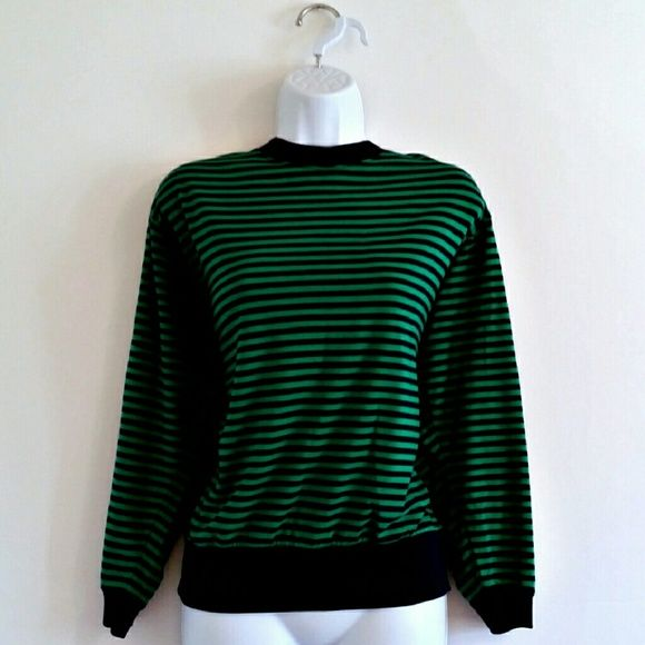 """$16 - Vintage 80s Green and Navy Striped Sweater - Size M - Super soft cross between a long-sleeve tee and a lightweight sweater. Horizonal stripes. Great for layering. Slight dolman / batwing shape, so authentically 80s. Navy band at bottom and banded sleeves. Versatile classic! Bust - 39"""" Waist - 37"""" Length (shoulder to hem) - 23"""" Size - Estimated modern medium (PLEASE CHECK MEASUREMENTS) Label - PS Sport Color may vary slightly. #stripes #striped #blue #navyblue #navy #green #nautical..."""