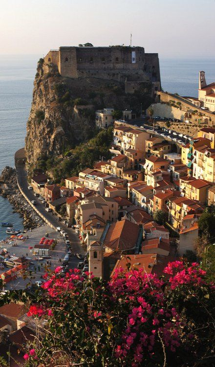 Scilla and its castle, Calabria, Italy (by Stefano Silvestri)