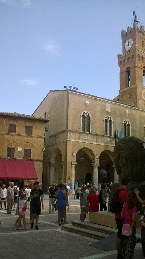 "Marianna Febbi on Twitter: ""#Valdorcia #Pienza #Tuscany #architecture #landscape #reinassance http://t.co/KsSbSDkHzK"""
