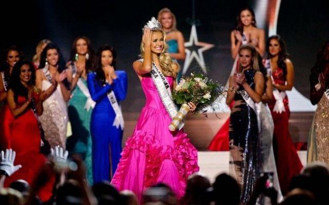 Olivia Jordan Thomas è la nuova Miss USA Si chiama Olivia Jordan Thomas, ha 26 anni ed è originaria di Tulsa in Oklahoma la nuova Miss USA.  La bionda ventiseienne ha battuto nella finale di ieri le 50 concorrenti provenienti dai diversi s