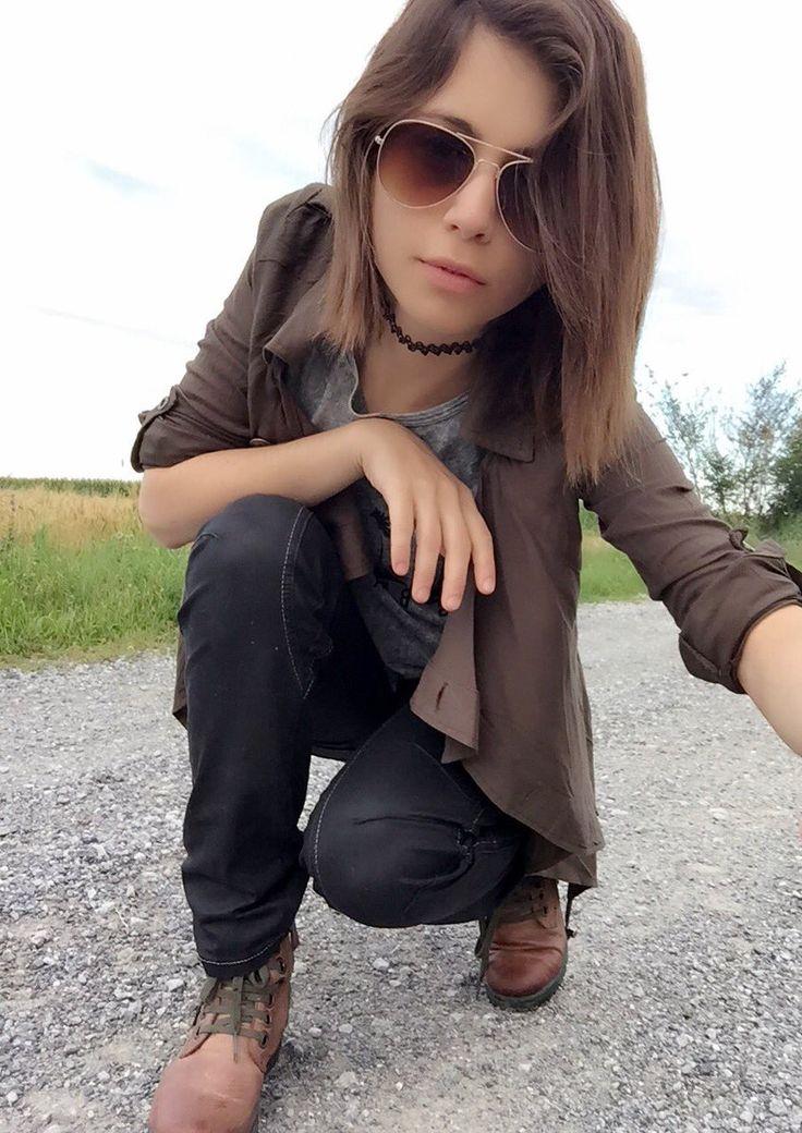 Chloe Lewis Twitter