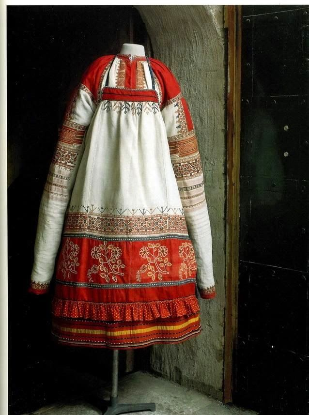 Russian linen and cotton peasant woman's dress, late 19th c.
