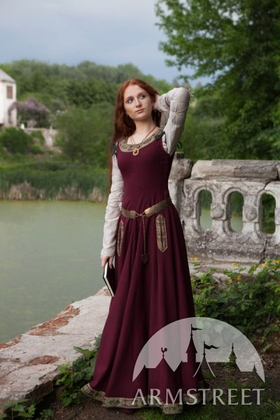 """Simon's wife (Laura D.) to make Noble  Medieval Woolen Dress """"Green Sleeves"""" www.armstreet.com"""
