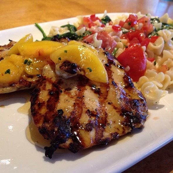 Moscato Chicken At Olive Garden Grilled Chicken Breasts With A Moscato Wine And Peach Glaze