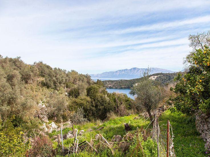Πωλείται στο Σπαρτοχώρι Μεγανησίου οικόπεδο με εύκολη πρόσβαση, οικοδομήσιμο και ωραία θέα, από την μεσιτική εταιρεία ''Ελλήνων Γη''.