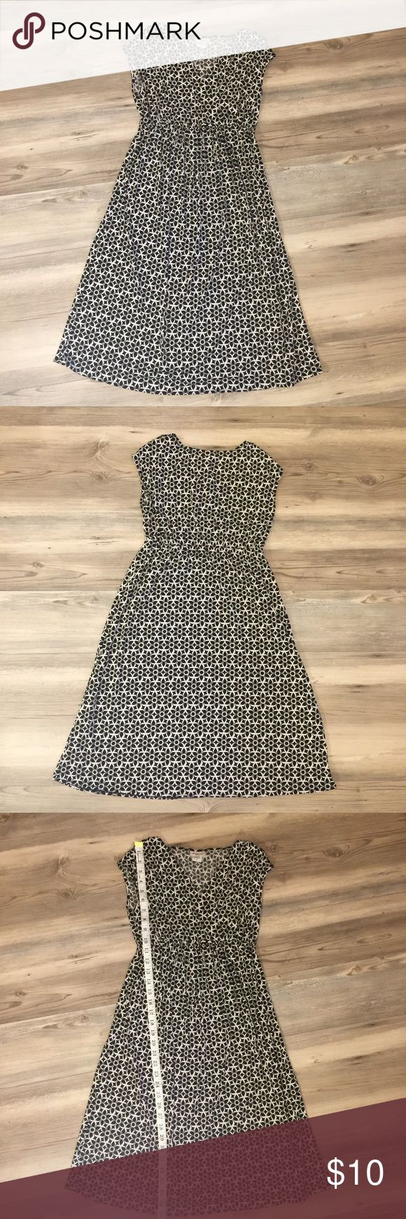 Maternity B & W print dress Mimi maternity black and white print dress with elastic in the middle!  Size small Mimi Maternity Dresses