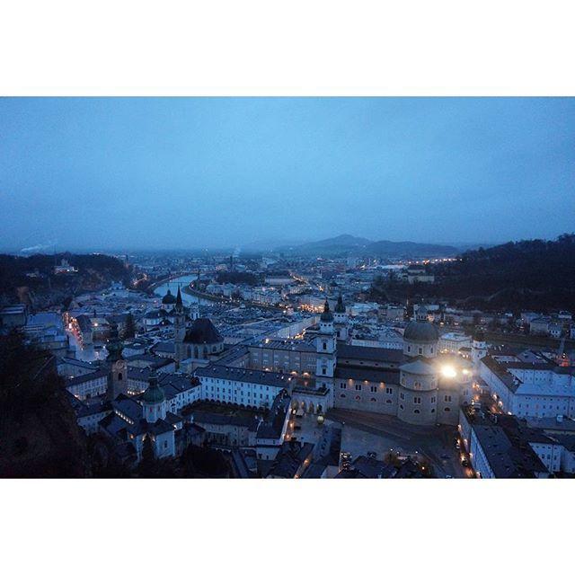 Instagram【all_sunny_days】さんの写真をピンしています。 《. . 오늘도 이렇게 평화로운 하루가 지나가네~ㅎㅎ . . #vsco#foggy#nightview#salzburg#austria#eu#야경#안개#잘츠부르크#오스트리아#夜景#ヨーロッパ》