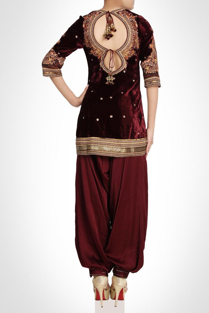 Accentuate your beauty with this velvet suit with intricate appliqué. Accented…