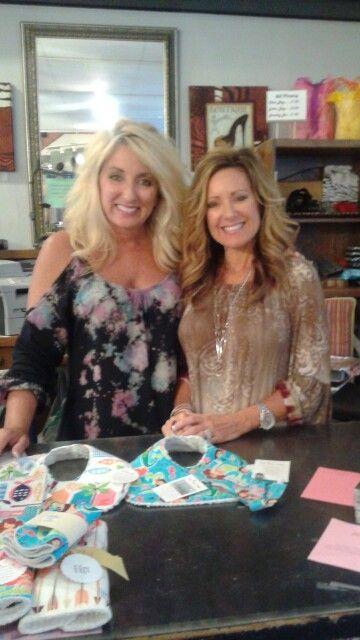Girls Night Out at the shoptonight! Stop by and see us! #homestylesgallery #minthill #minthillgift #minthill boutique