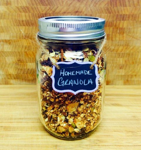 Give Granola in a mason jars