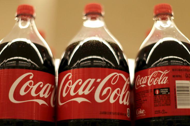 Anuncio de Coca Cola Retirado de YouTube - También 12 Usos desconocidos de la Coca Cola.  Una publicidad en la que se involucra a indígenas ha sido fuertemente criticada. Varios organismos pidieron al gobierno mexicano que la prohíba, y la empresa ya pidió perdón.