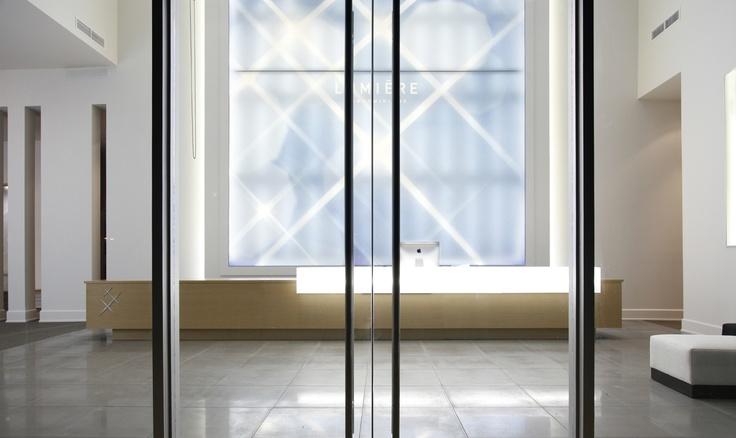 """Bureau de ventes du projet """"Lumière"""", conçu par Humà Design /   Photos © Pascale Robert"""