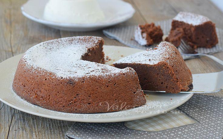 Torta al cioccolato 3 ingredienti senza farina,senza burro,senza lievito, fresca, golosa ,ricca,morbida e umida,un dolce che conquista al primo morso.