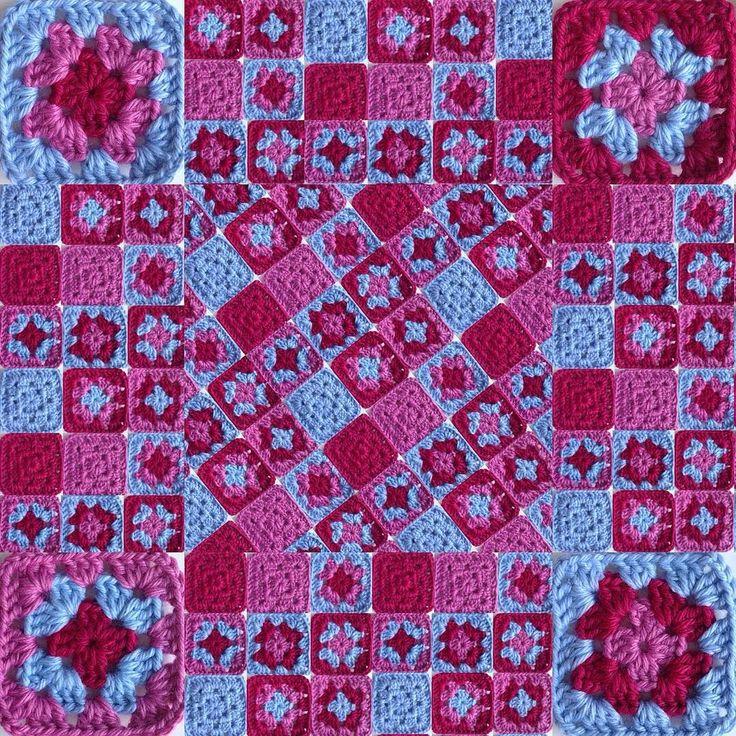 El patchwork de las lanas Permutaciones de 3 colores #granate #rosa #azul #ganchillo #yocreo #hechoamano #ganchet #jocreo #fetama #granny #grannysquare #crochet #crochetblanket #handmade #lana #llana #wool #ValeriadiRoma by @cristinacrea by cristinacrea
