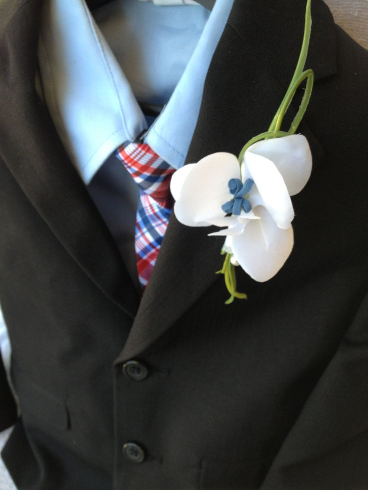 Boutonniere White Ring Bearer boutonniere ,Lapel pin,corsage prom boutonniere ,kids boutonniere,beach wedding boutonniere,white boutonniere by BellasBloomStudio on Etsy