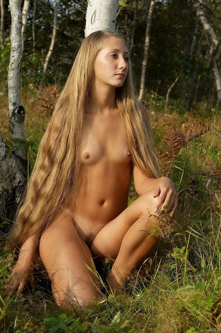 Celeb Olga Kurylenko Completely Nude Showing her Vagina