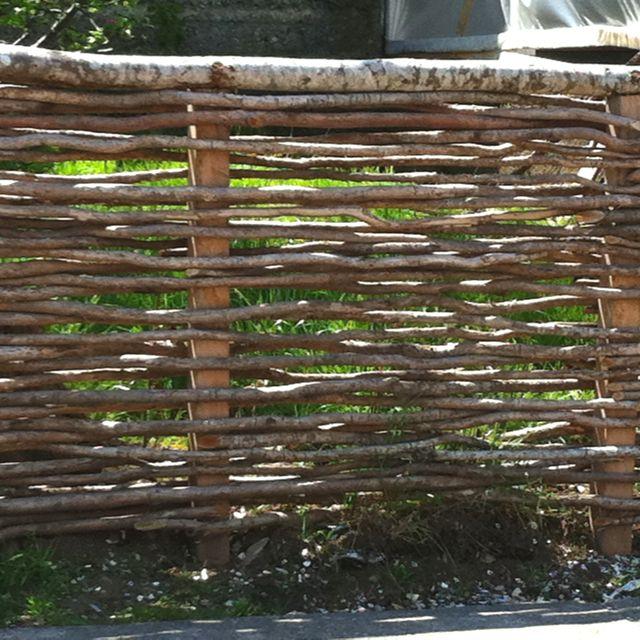 Cerco típico de la Isla de Chiloé. Me encantó la idea y hoy es el cerco de mi casa!