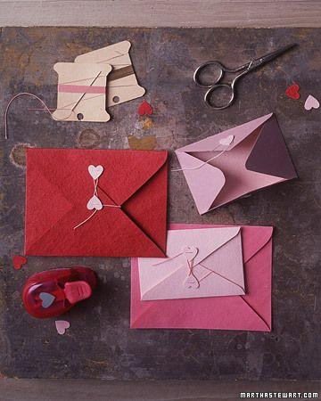Para a menina escrever suas infinitas cartinhas!