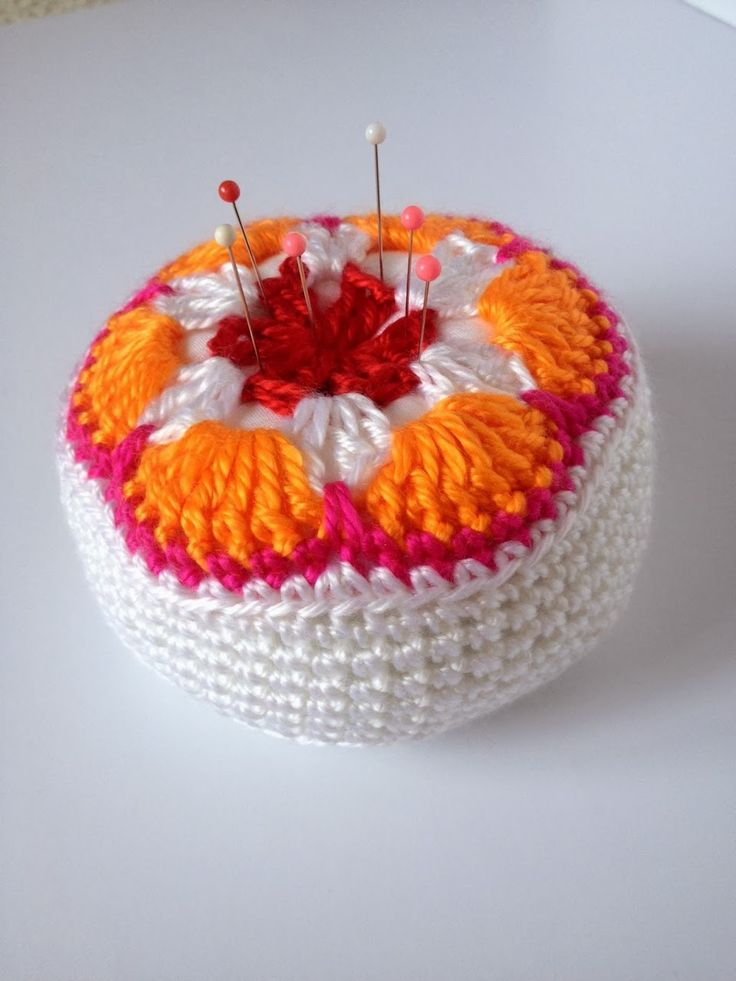 Crochet Flower Pincushion Pattern : 17 Best ideas about Crochet Pincushion on Pinterest ...