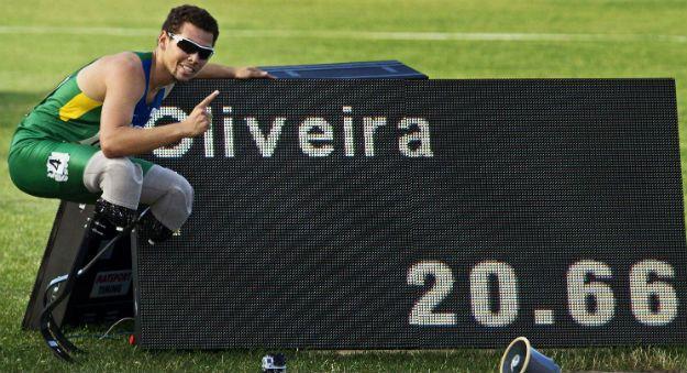 Alan Fonteles é ouro nos 200m T43 com direito à quebra do recorde mundial