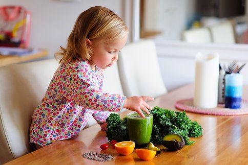 Naučte sebe i své děti konzumovat superzdravé zeleninové a ovocné šťávy. Semínka chia jim přidají další výživové hodnoty!