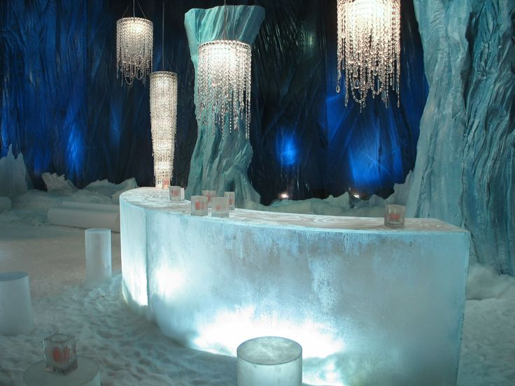 Let's pop in to this ice bar in Milan originally created for a famous brand advertising campaign, where ice and ‪#‎crystal‬ meet each other! Our models Caifa 200 and Vladimiro XL 40 illuminate the room as delicate stalactites of ‪#‎light‬.  http://www.lollimemmoli.it/
