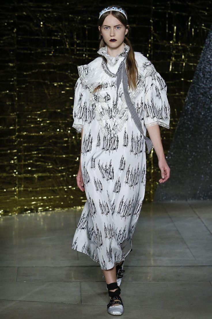 Miu Miu Spring 2016 Ready-to-Wear Fashion Show - Julie Hoomans (Women)